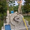 Decorazione Statua in cemento armato dell'artista Tim Handford presso piscina Atlantis in località Miradolo San Secondo di Pinerolo (TO).